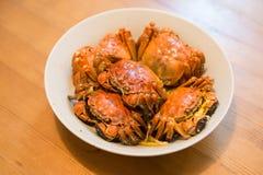 Un plato de cangrejos melenudos fotos de archivo libres de regalías