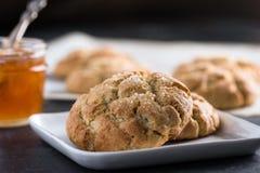 Un plato de galletas del ricotta del limón imagen de archivo