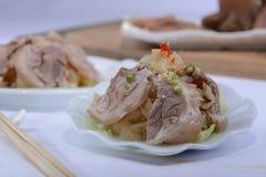 Un plato de la carne de cerdo fotografía de archivo