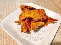 Un plato del wonton frito del cerdo foto de archivo libre de regalías