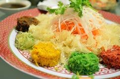 Un plato especial durante Año Nuevo chino llamó Yusheng o a Yee Sang Fotos de archivo