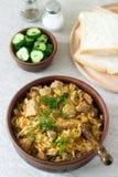 Un plato tradicional de algunos países europeos es bigos hechos de col, de otras verduras y de carne foto de archivo libre de regalías