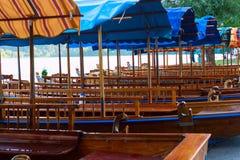 Un pletna, bateau traditionnel de la Slovénie Photo libre de droits