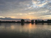 Un plumón en el río fotografía de archivo
