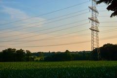 Un polo de poder en la puesta del sol imagenes de archivo