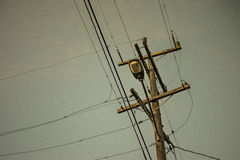 Un polo del cableado de la electricidad de la calle Imagen de archivo libre de regalías
