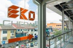 Un pont de lien relie le mail d'Eko Cheras directement à la station de MRT Taman Mutiara image stock