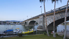 Un pont de Londres au crépuscule, ville de Lake Havasu images libres de droits