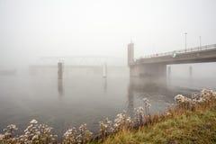 Un pont en froggy photographie stock libre de droits