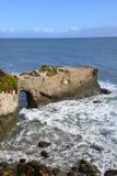 Un pont naturel pas en parc national Santa Cuz California de ponts naturels Photographie stock libre de droits