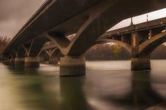 Un ponte ad un altro immagini stock libere da diritti