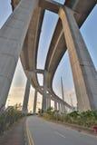 Un ponte degli scalpellini e la strada principale di sha di Tsing immagini stock