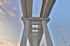 Un ponte degli scalpellini e la strada principale di sha di Tsing fotografia stock