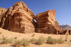 Un ponte della roccia nel deserto Immagine Stock Libera da Diritti
