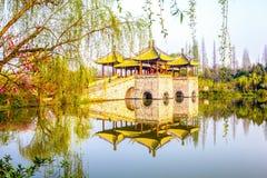 un ponte di cinque padiglioni in lago ad ovest snello Fotografia Stock Libera da Diritti