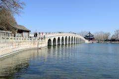 Un ponte di diciassette archi immagine stock