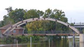 Un ponte di legno e di acciaio Fotografia Stock Libera da Diritti