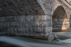 Un ponte di pietra di 5 archi Fotografia Stock