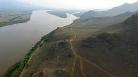 Un ponte di veronica sopra il fiume di Selenga, Ulan-Ude, Buriazia, Russia stock footage