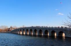 Un ponte nel palazzo di estate, Pechino di diciassette arché Fotografia Stock