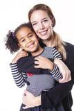 Un portrait de la famille africaine gaie heureuse d'isolement sur le fond blanc photos libres de droits