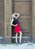 Un portrait gothique de style de mode d'une belle fille blonde photographie stock libre de droits