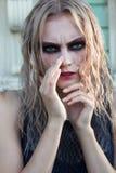 Un portrait gothique de style de mode d'une belle fille blonde Photographie stock