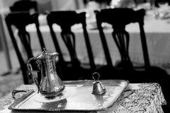 Un pot argenté de café d'une ère passée Photos stock