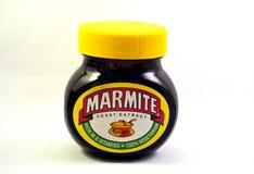 Un pot de Marmite sur un blanc a isolé le fond photos libres de droits
