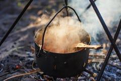 Un pot de nourriture à l'enjeu Photo stock