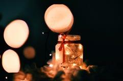 Un pot léger avec les étoiles et l'arc Images stock