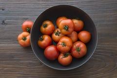 Un pote de tomates frescos Fotografía de archivo libre de regalías