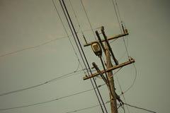 Un poteau de câblage de l'électricité de rue Image libre de droits