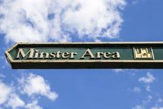 Un poteau indicateur pour la région de Minster à York photos libres de droits
