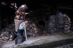 Un potier consacré de Chinois photo libre de droits