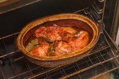 Un poulet, viande de rôti, cuisinier en four image stock