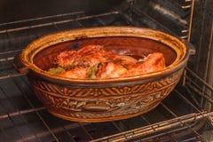 Un poulet, viande de rôti, cuisinier en four photo libre de droits