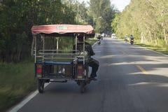 Un pousse-pousse automatique en Thaïlande populairement est connu dans le monde entier comme tuk de tuk photographie stock