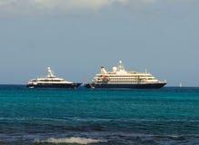 Un poweryacht de bateau de croisière et de luxe chez amirauté aboient, Bequia Photographie stock