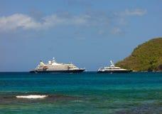 Un poweryacht de bateau de croisière et de luxe chez amirauté aboient, Bequia Image libre de droits