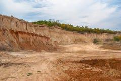 Un pozzo di argilla aperto Immagini Stock Libere da Diritti