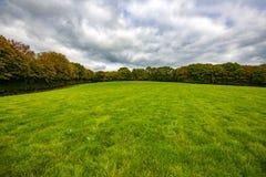 Un pré énorme chez Crowhurst, le Sussex est, Angleterre images stock