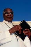Un prêtre à une église en Afrique du Sud. Photo stock