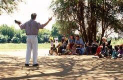 Un predicatore americano in un villaggio di Karamojong Fotografia Stock Libera da Diritti