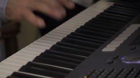 Un primer de jugar el sintetizador metrajes
