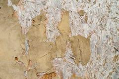 Un primer de una pared de madera con la pintura vieja imagen de archivo libre de regalías
