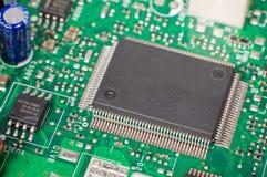 Un primer del microchip en la placa madre Imagenes de archivo
