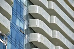 Un primo piano condominio di lusso di palazzo multipiano del ` s di Toronto di più nuovo Fotografia Stock Libera da Diritti