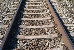 Un primo piano dei binari ferroviari immagini stock libere da diritti