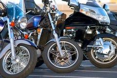Un primo piano dei tre motocicli Fotografia Stock Libera da Diritti
